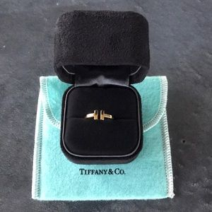 Tiffany & Co T Wire Ring in 18k Gold